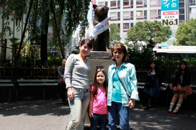 My mom, Mia and Mayu at the Hachiko Statue!