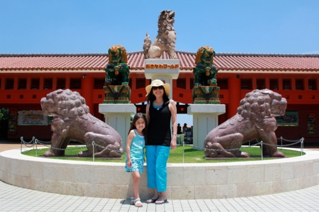 Mia and I having fun in front of the beautiful Shisa dogs. — at Okinawa world.