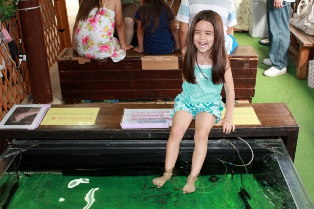 I will end with my favorite photo from our trip. Mia couldn't stop laughing from these Doctor Fish! ;)