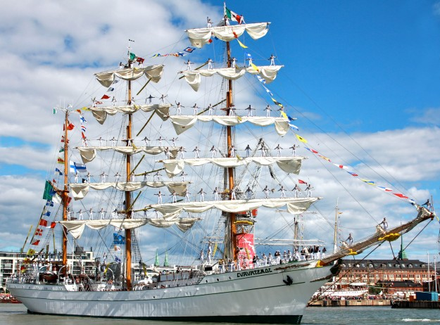 Above photo: The breathtaking Mexican Tall Ship, Cuauhtemoc!