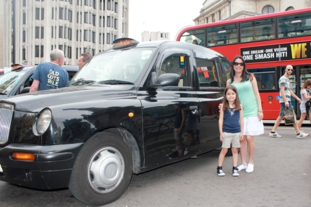 Mia and I in front of two classic London Icons (black cab & a red double-decker bus)!