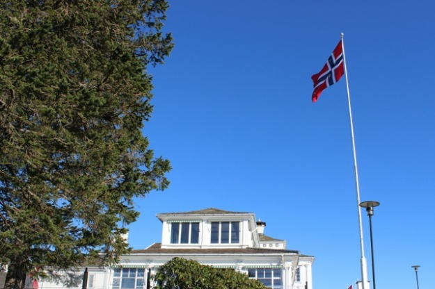 The Norway flag and the Fløien Folkerestaurant at the top of Mt. Floyen.