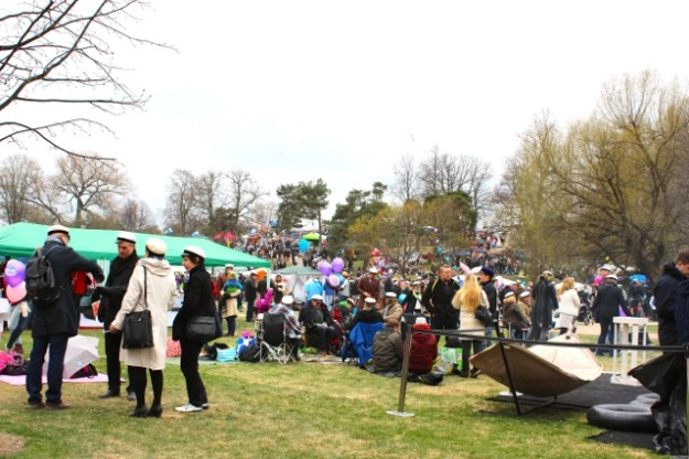 More of the crowd at Kaivopuisto today (May Day)!