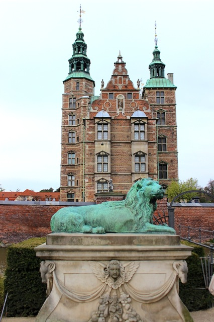 The front view of the stunning Rosenborg Castle (built in 1606).