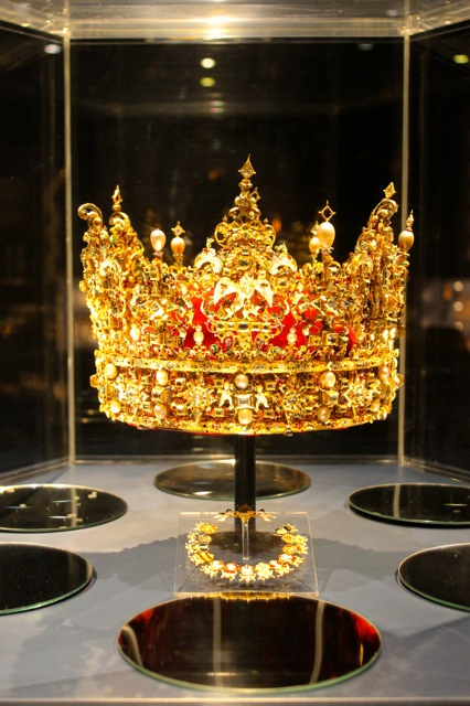 This is the crown of King Christian IV which is on display at the castle.