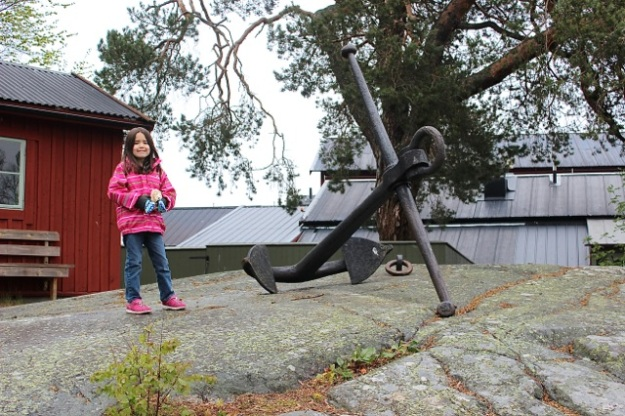 Mia with a cool old anchor on the Fjäderholmarna island.